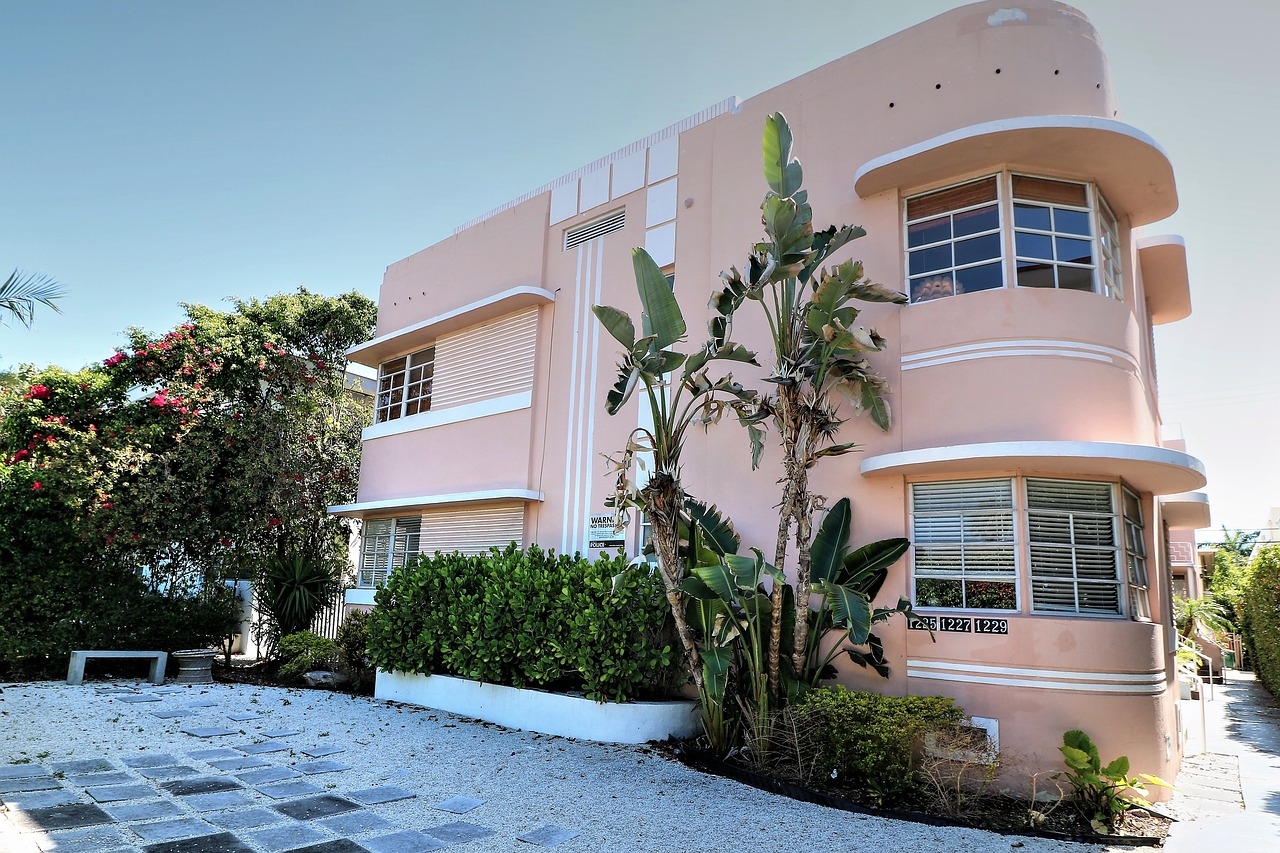 A photo of a building made in art deco style which adds to the appeal of moving to Miami