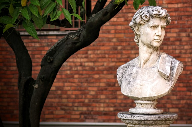 A statue in the yard of Loyola University.