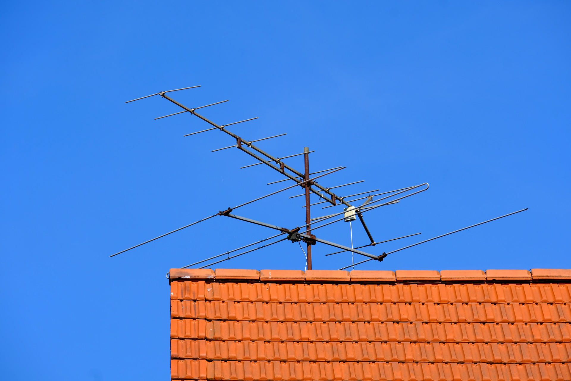 Guidelines For Removing Old Antennas From Your Roof