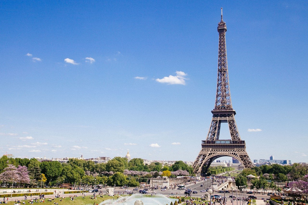 The Eiffel Tower in Paris, one of the best cities for studying.