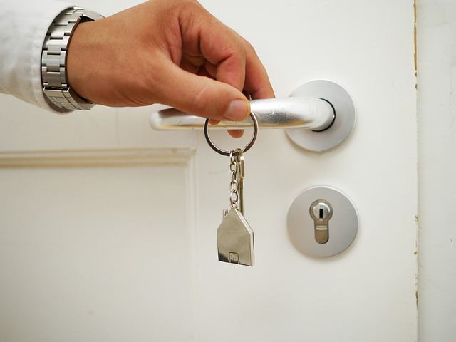 Key Apartment Buying - Reasons to hire a realtor when buying your first apartment