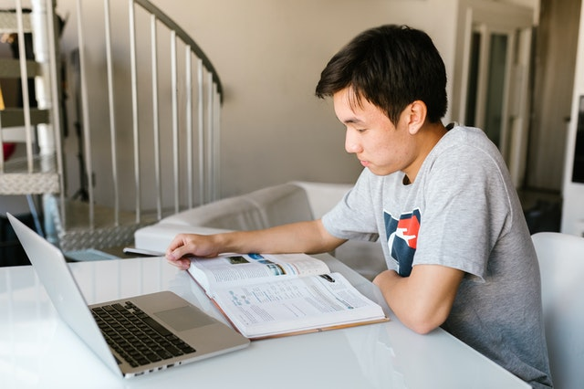 A young student researching the most student-friendly cities in Nevada