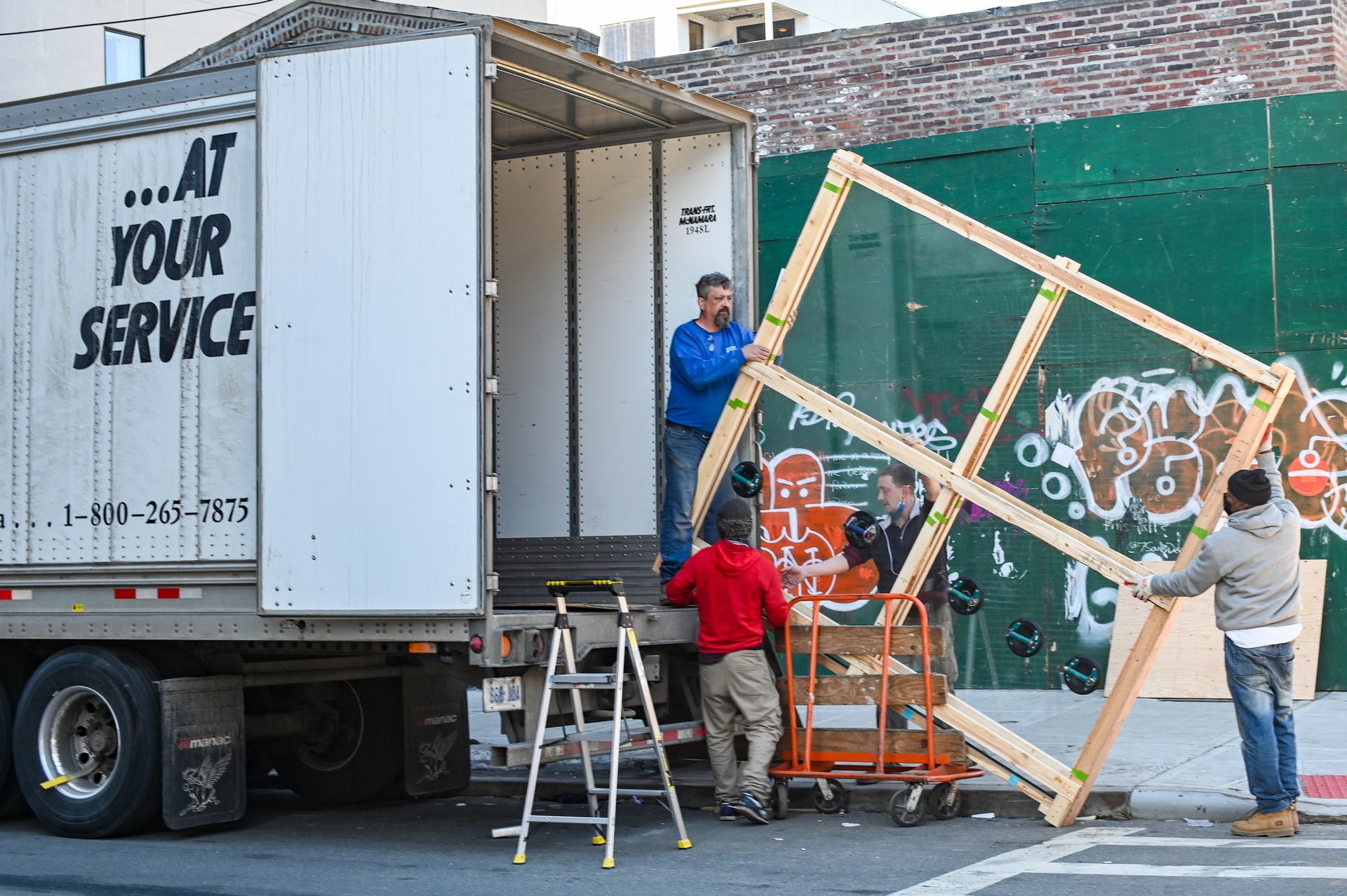 moving to Saudi Arabia - hire movers to help you out